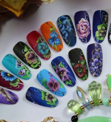 Китайская роспись на ногтях